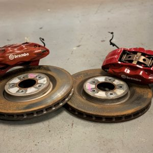 Mitsubishi Evo 10 – OEM Front Brake Calipers & Discs Kit